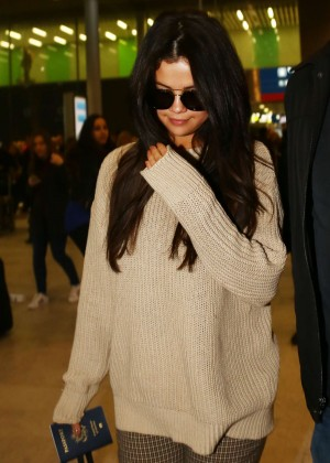 Selena Gomez at Charles de Gaulle Airport in Paris