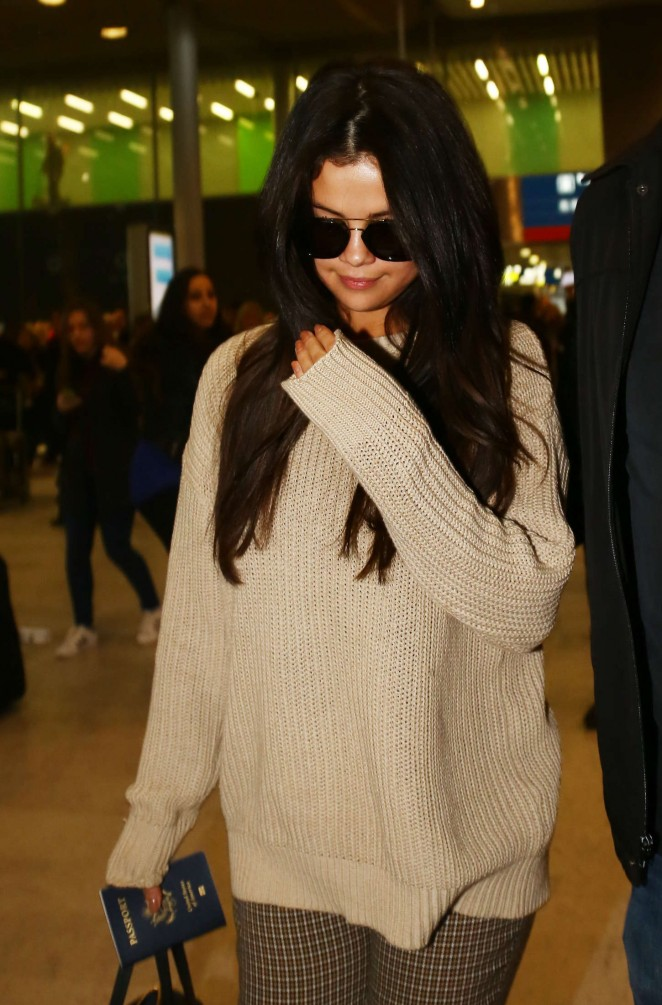 Selena Gomez at Charles de Gaulle Airport in Paris