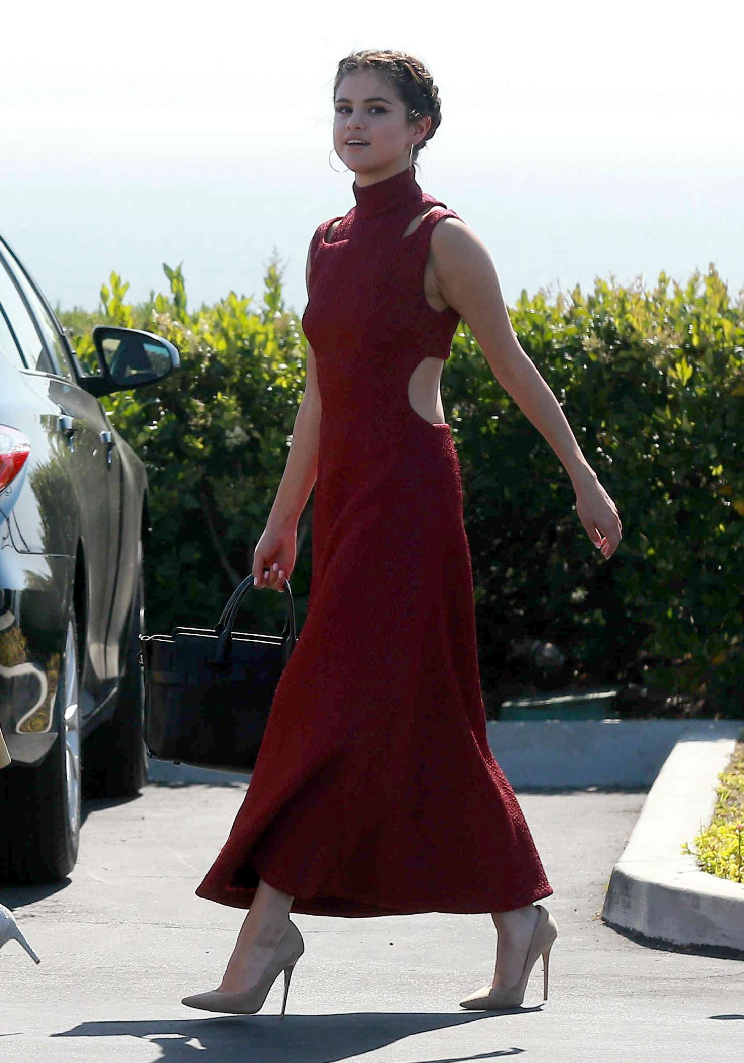 selena gomez at david henrie and maria cahill�s wedding in