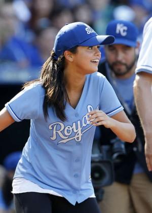 Selena Gomez - Big Slick Celebrity Softball in Kansas City ...