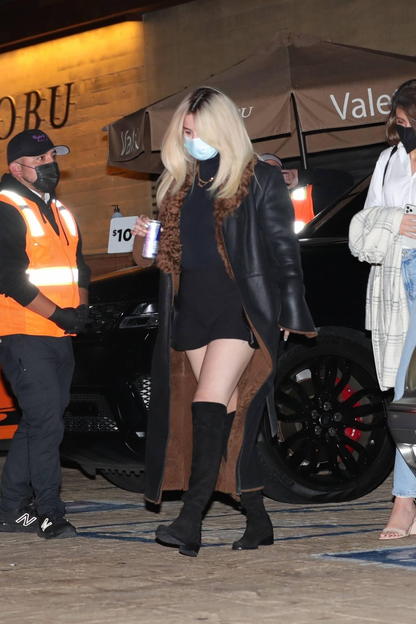 Selena Gomez - Don new platinum blonde hair in Malibu
