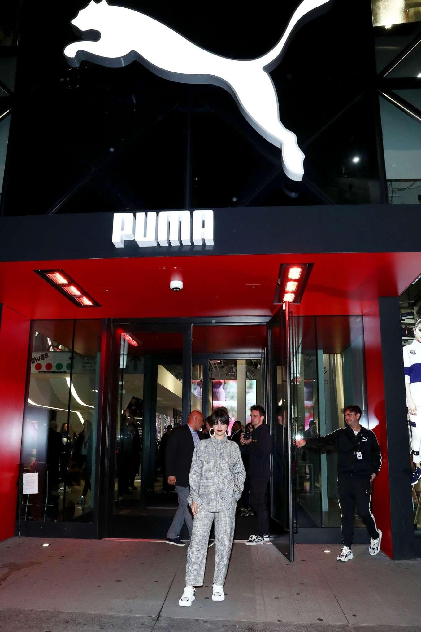 Selena Gomez 2020 : Selena Gomez – Fan Meet and Greet at the Puma flagship store-01