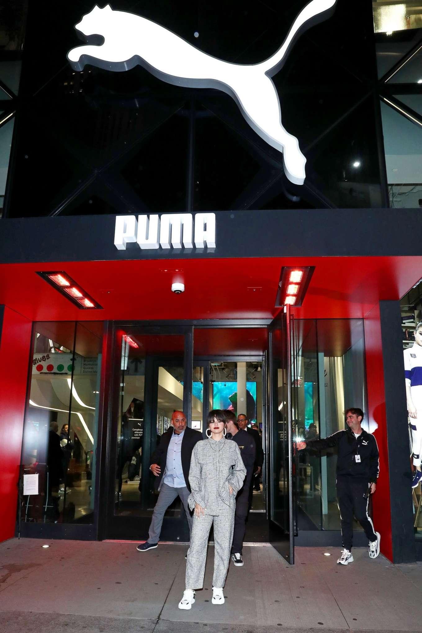 Selena Gomez 2020 : Selena Gomez – Fan Meet and Greet at the Puma flagship store-06