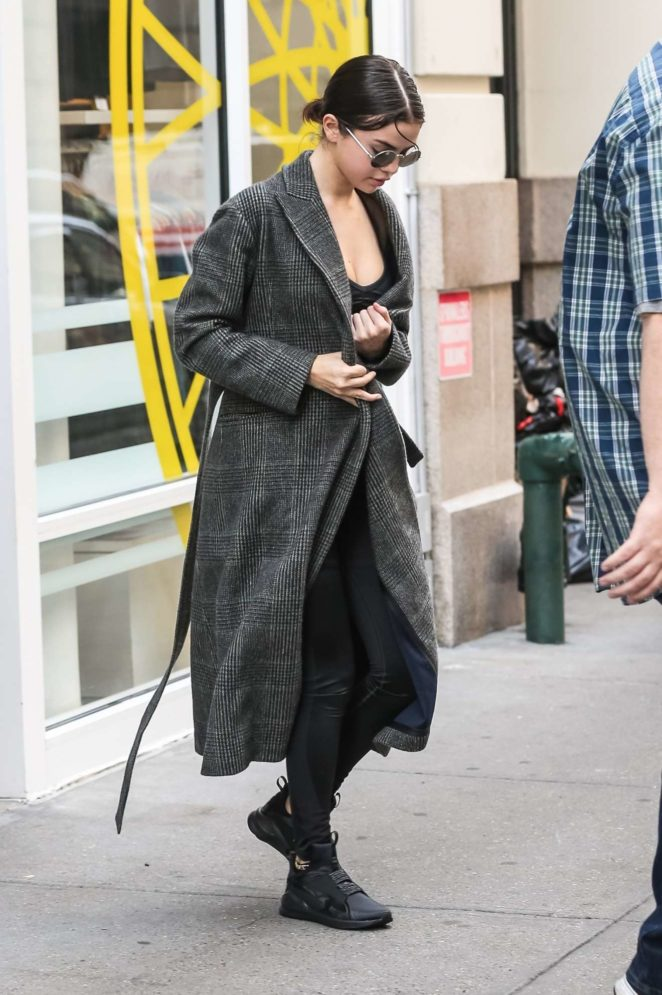 Selena Gomez: Get lunch in NYC-21