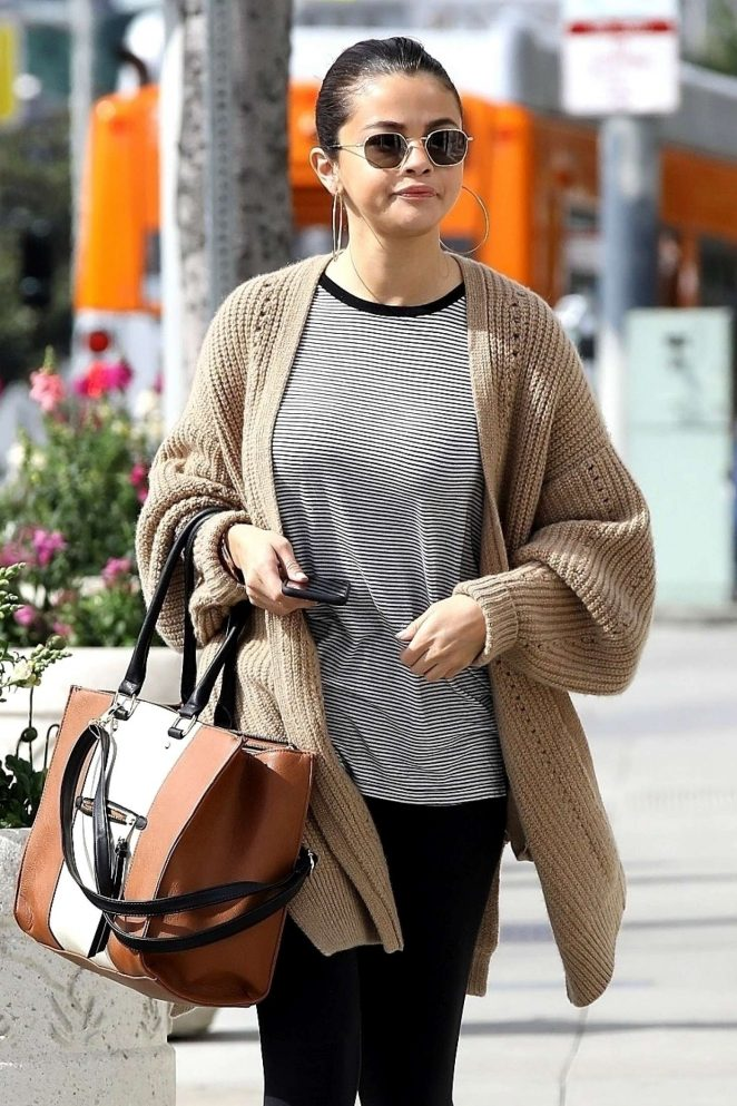 Selena Gomez - Grabs a late breakfast in Hollywood