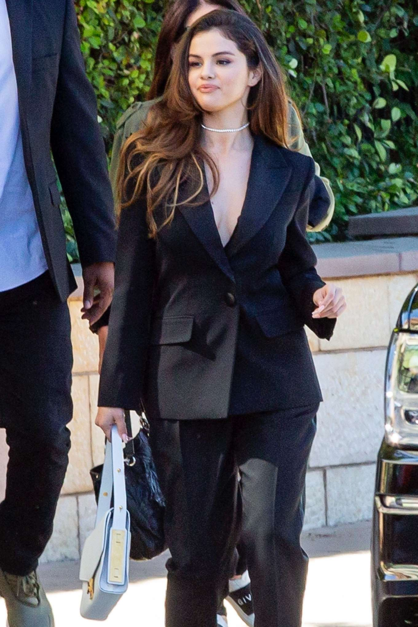 Selena Gomez - Heads to a business meeting at Burbank Studios in Burbank