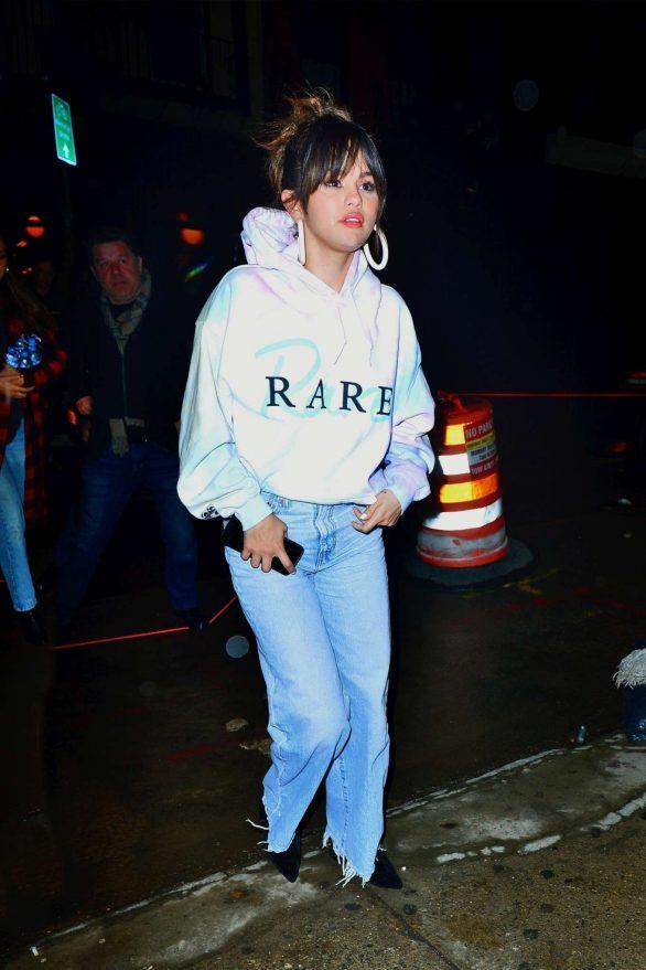 Selena Gomez - Heads to Bang Bang tattoo parlor in New York City