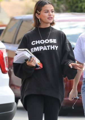 Selena Gomez - Heads to lunch in Studio City