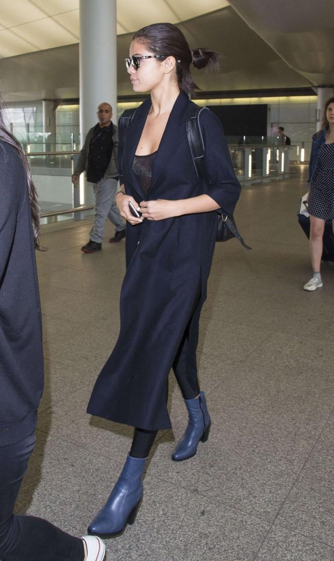 Selena Gomez: Heathrow Airport -08