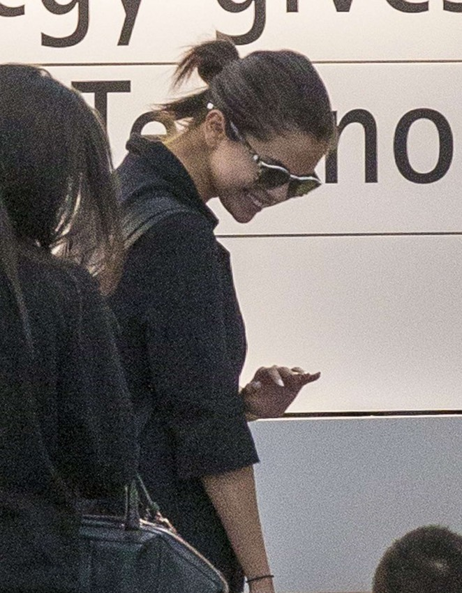 Selena Gomez: Heathrow Airport -18