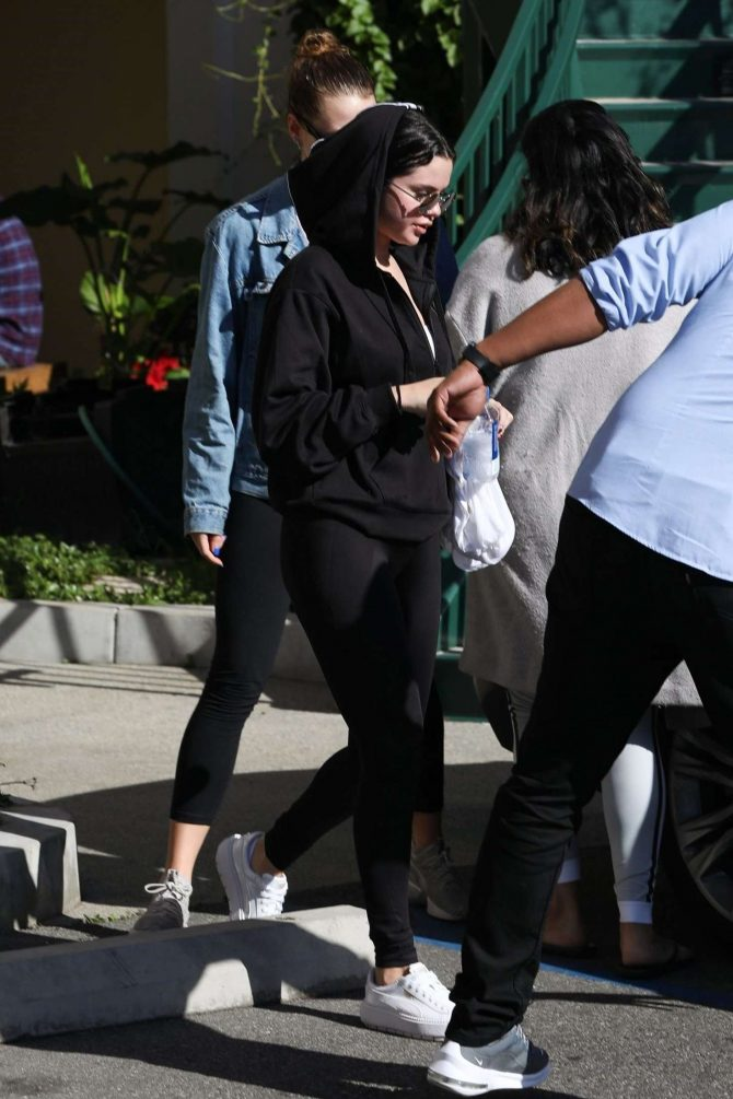 Selena Gomez: Hits the gym for another pilates session -04