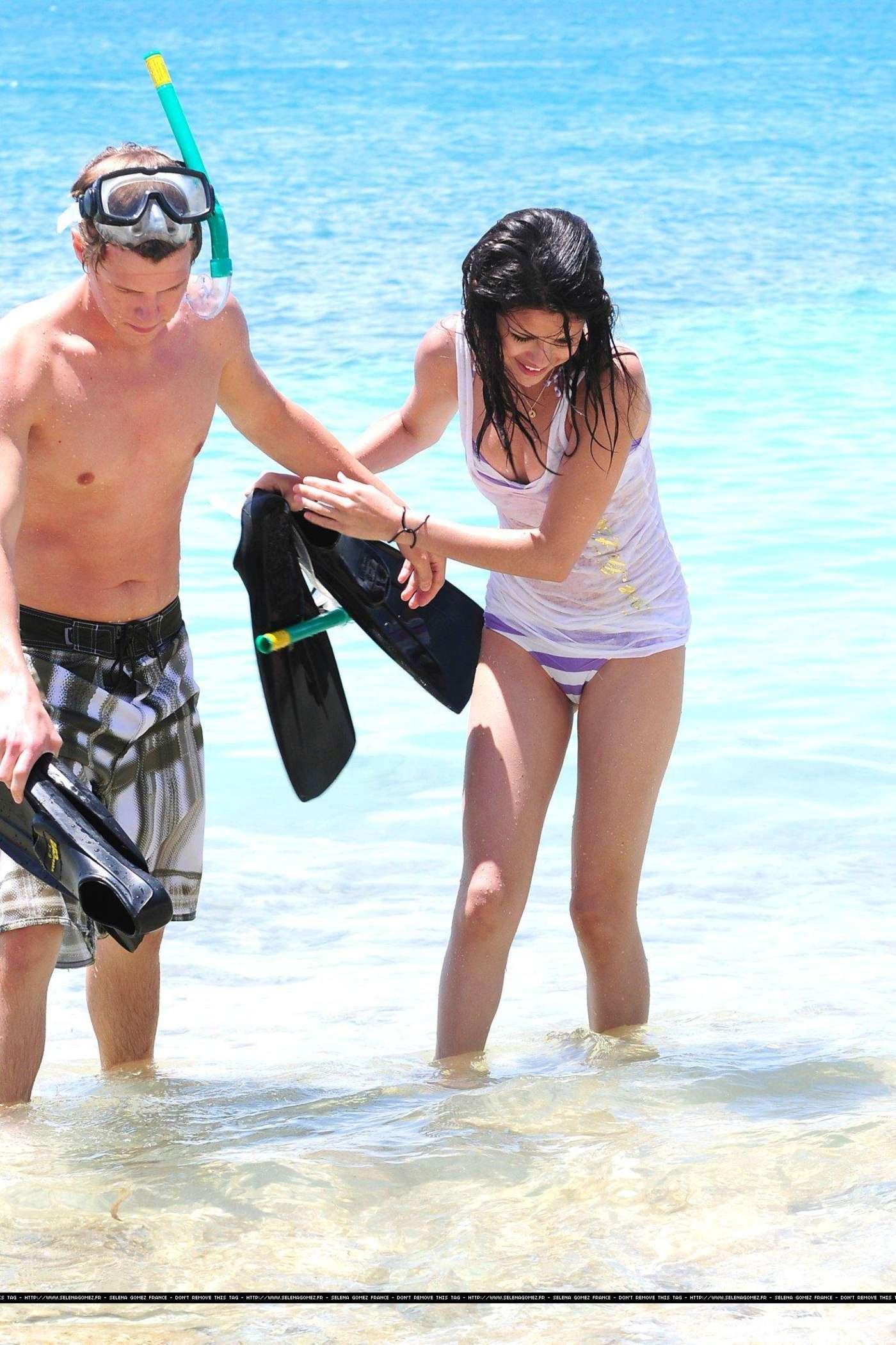 Selena Gomez in Bikini Bottoms -04