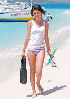 Selena Gomez in Bikini Bottoms -08