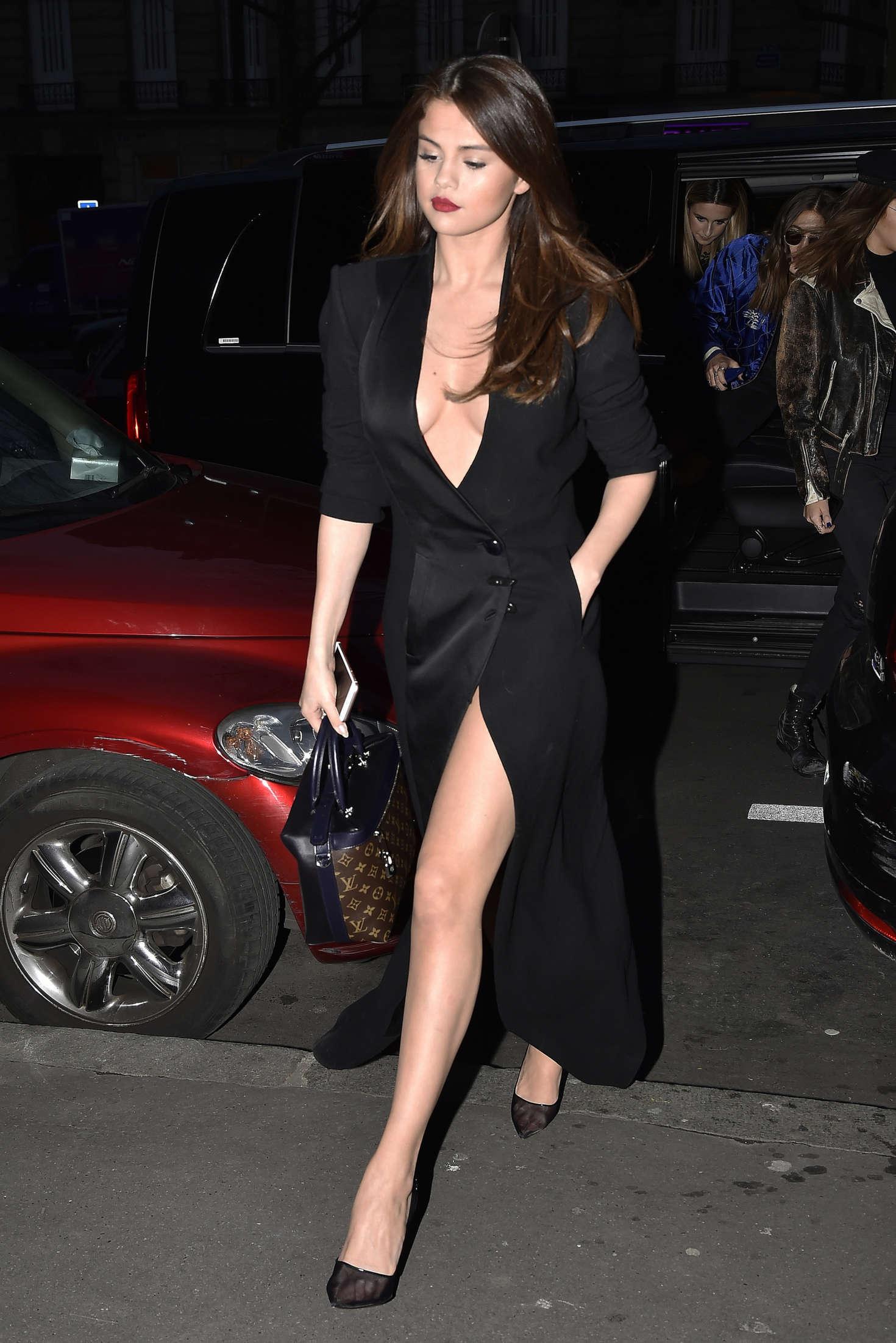 Selena Gomez In Black Dress 10 Gotceleb