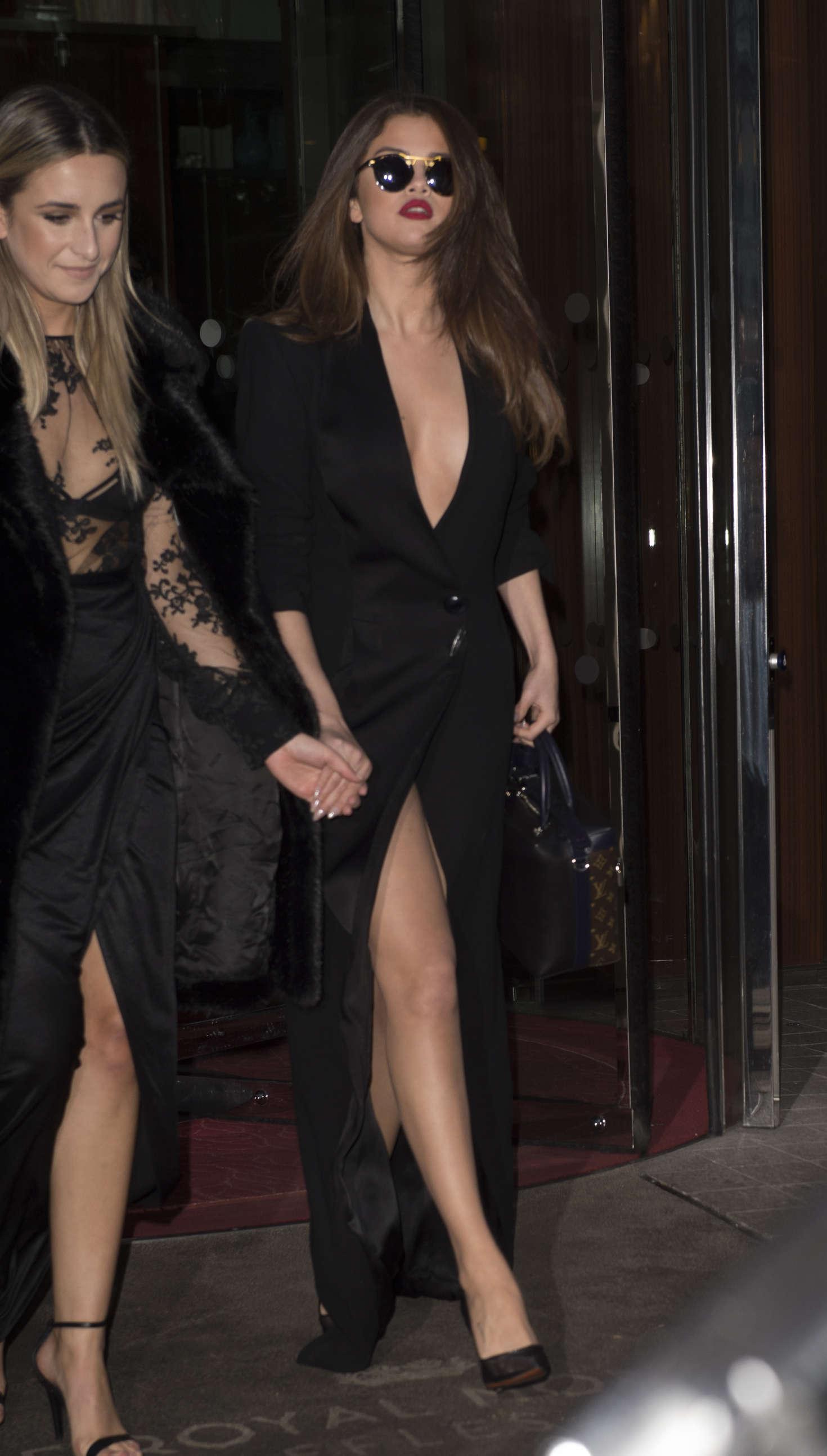 Selena Gomez In Black Dress -27  Gotceleb-2359