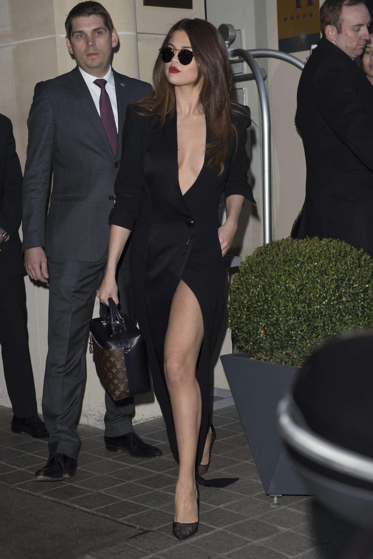 Selena Gomez 2016 : Selena Gomez in Black Dress -54