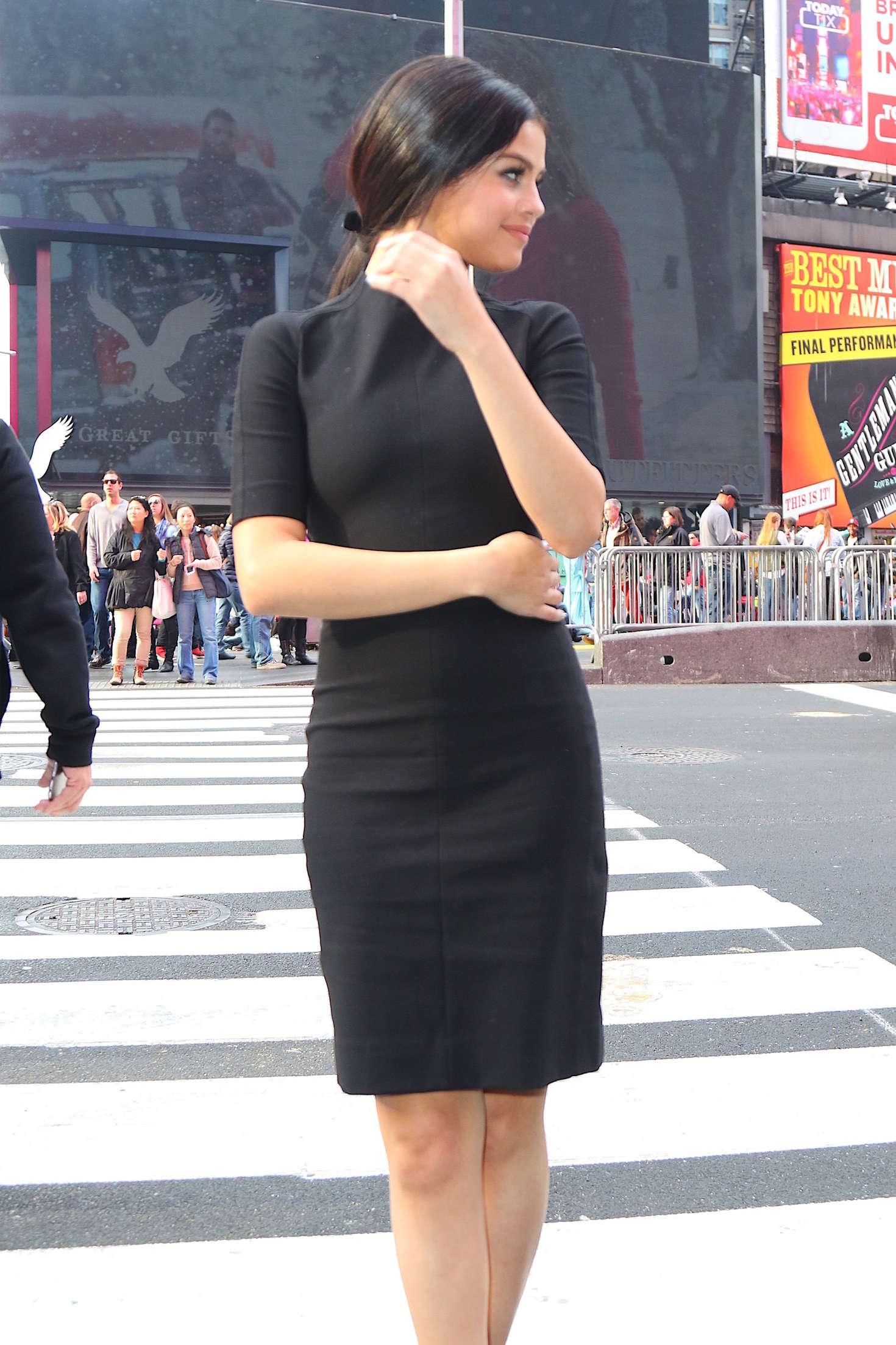 Selena Gomez 2015 : Selena Gomez in Black Mini Dress -08