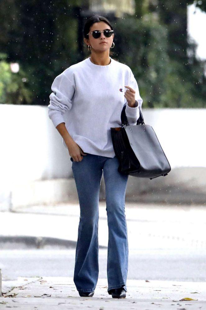 Selena Gomez in Jeans iut in Torrance