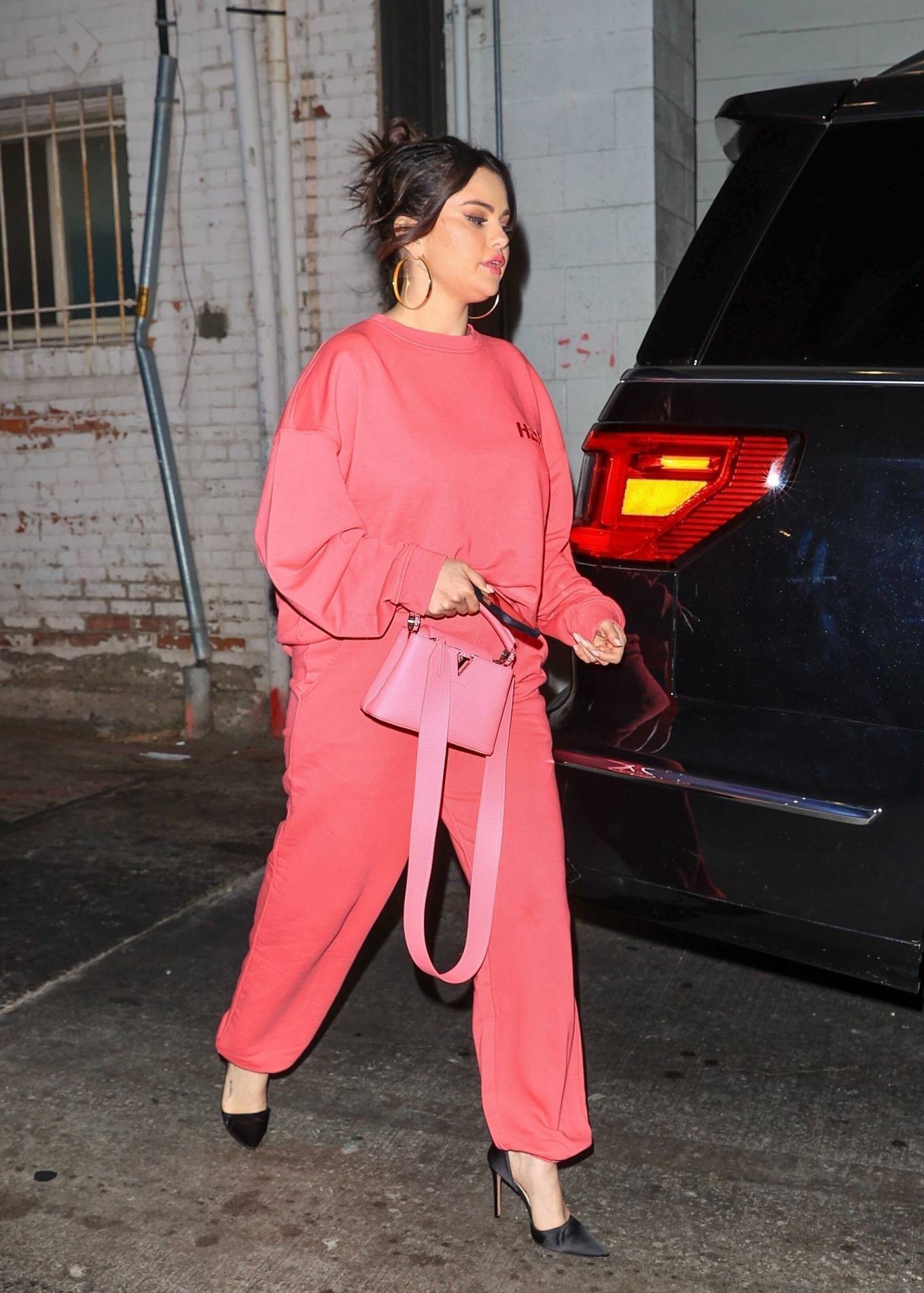 Selena Gomez 2021 : Selena Gomez – In pink as she leaves a late dinner at Wallys restaurant in Beverly Hills-15