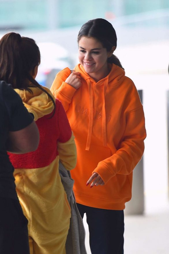 Selena Gomez in Sweatsuit - Arrives at JFK Airport in New York
