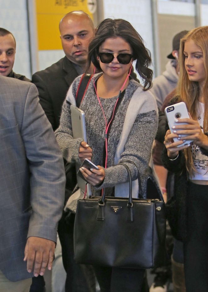 Selena Gomez - JFK airport in NYC
