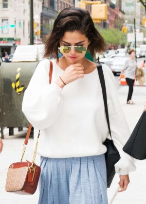 Selena Gomez - Leaves a doctors office in New York