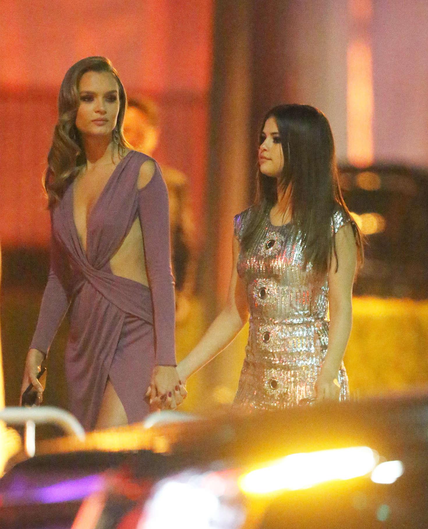 Selena Gomez Leaving 2016 Vanity Fair Oscar Party 08 Gotceleb