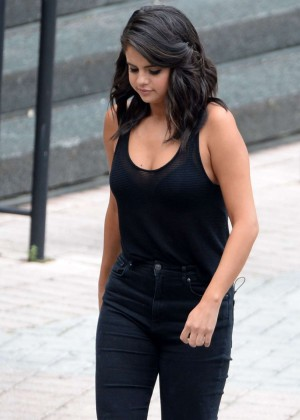 Selena Gomez in Jeans Leaving a Casino in New Orleans