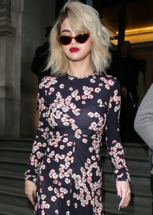 Selena Gomez - Leaving her hotel and arriving at Kiss radio in London