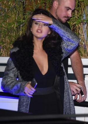 Selena Gomez: Leaving her hotel -01