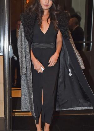 Selena Gomez: Leaving her hotel -03