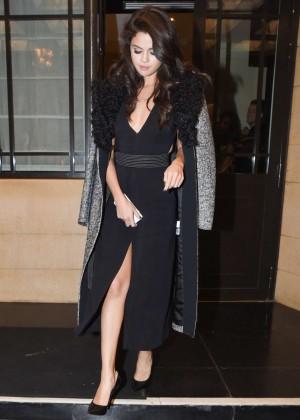 Selena Gomez: Leaving her hotel -04