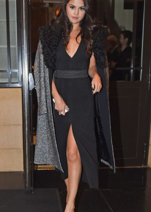 Selena Gomez: Leaving her hotel -05