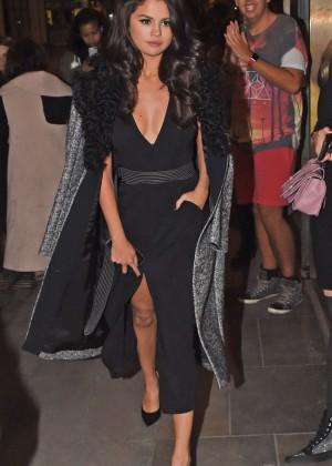 Selena Gomez: Leaving her hotel -07