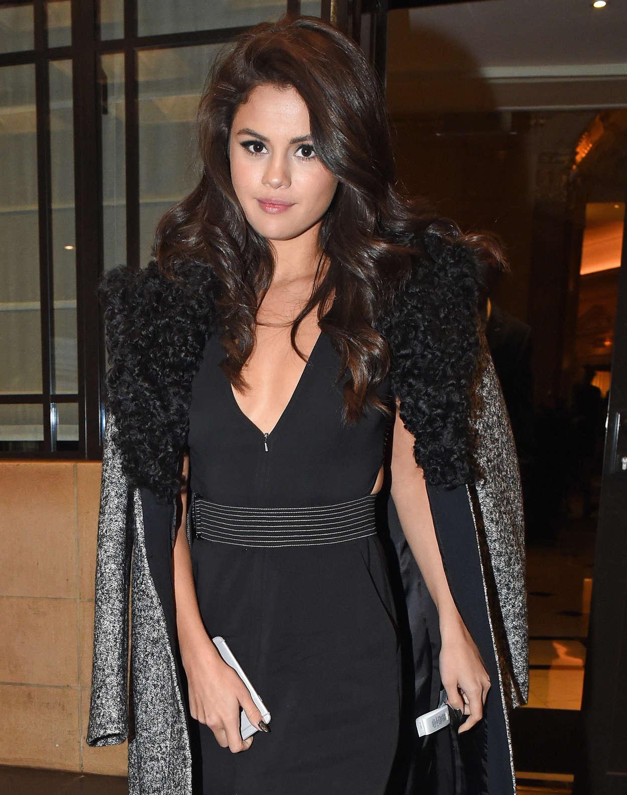 Selena Gomez: Leaving her hotel -10