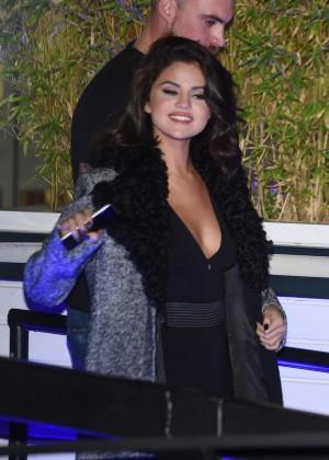Selena Gomez: Leaving her hotel -16
