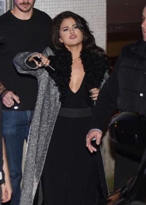 Selena Gomez: Leaving her hotel -17
