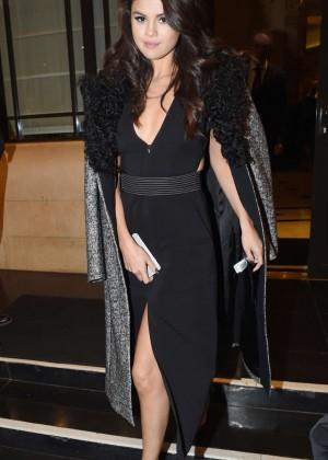 Selena Gomez: Leaving her hotel -20