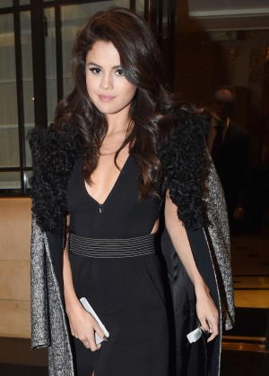 Selena Gomez: Leaving her hotel -27
