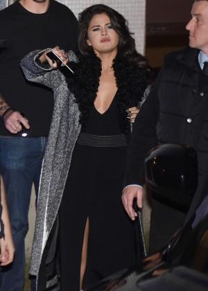 Selena Gomez: Leaving her hotel -28