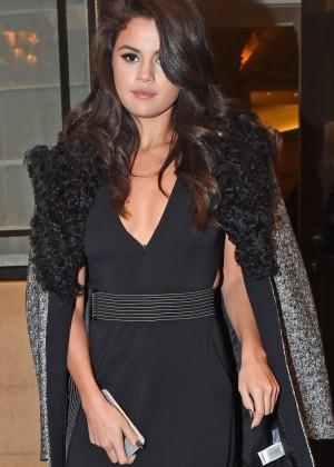 Selena Gomez: Leaving her hotel -31