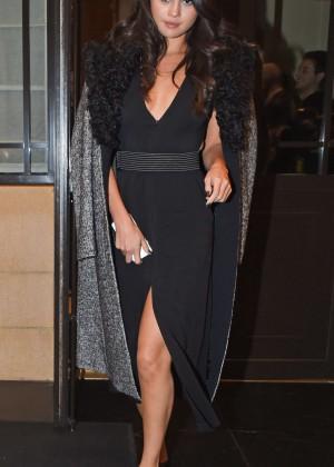 Selena Gomez: Leaving her hotel -32