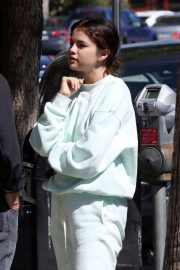 Selena Gomez - Leaving lunch at Joan's On Third in Studio City