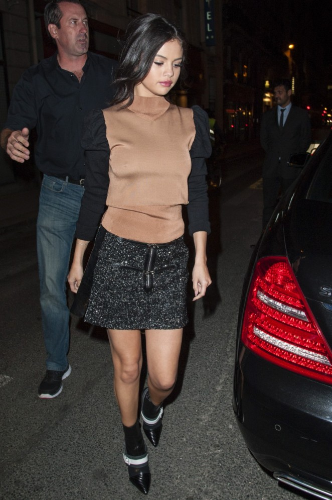 Selena Gomez – Leaving the Dave Restaurant in Paris