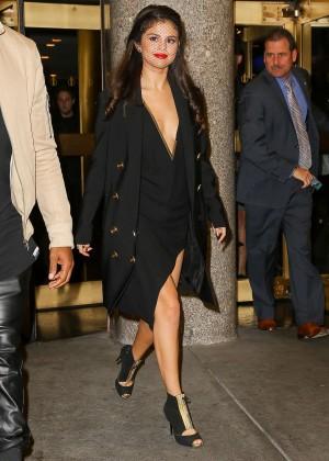 Selena Gomez: Leaving The Tonight Show -01