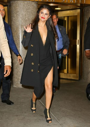 Selena Gomez: Leaving The Tonight Show -04