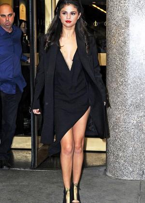 Selena Gomez: Leaving The Tonight Show -08