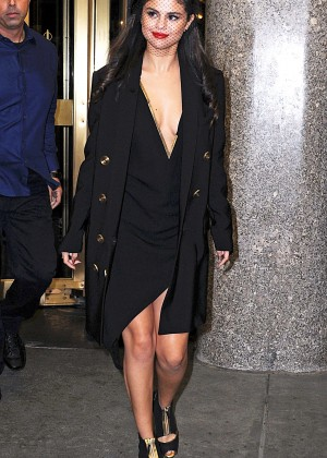 Selena Gomez: Leaving The Tonight Show -12