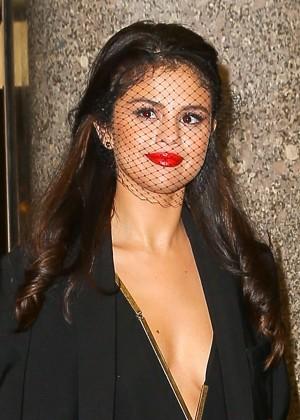 Selena Gomez: Leaving The Tonight Show -17