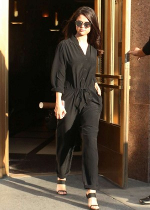 Selena Gomez - Leaving Z100 Radio Station in New York